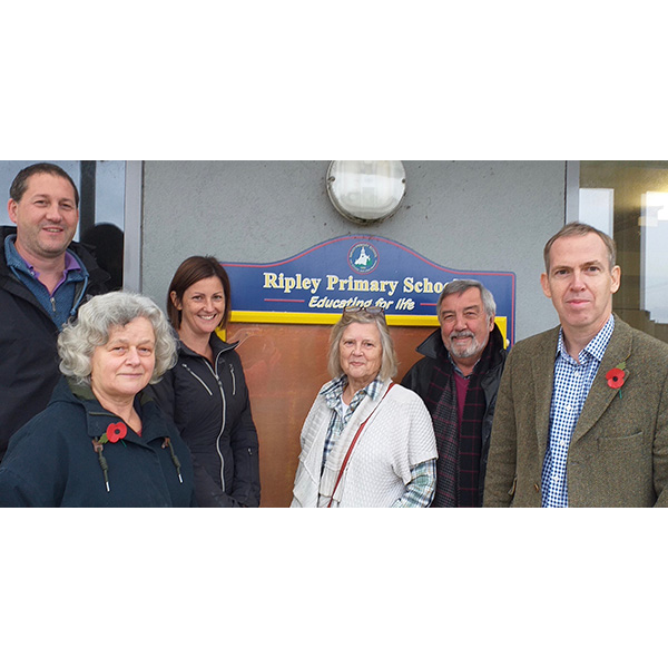 Paul Kennedy and representatives of the Friends of Ripley Primary School (FoRPS) ()